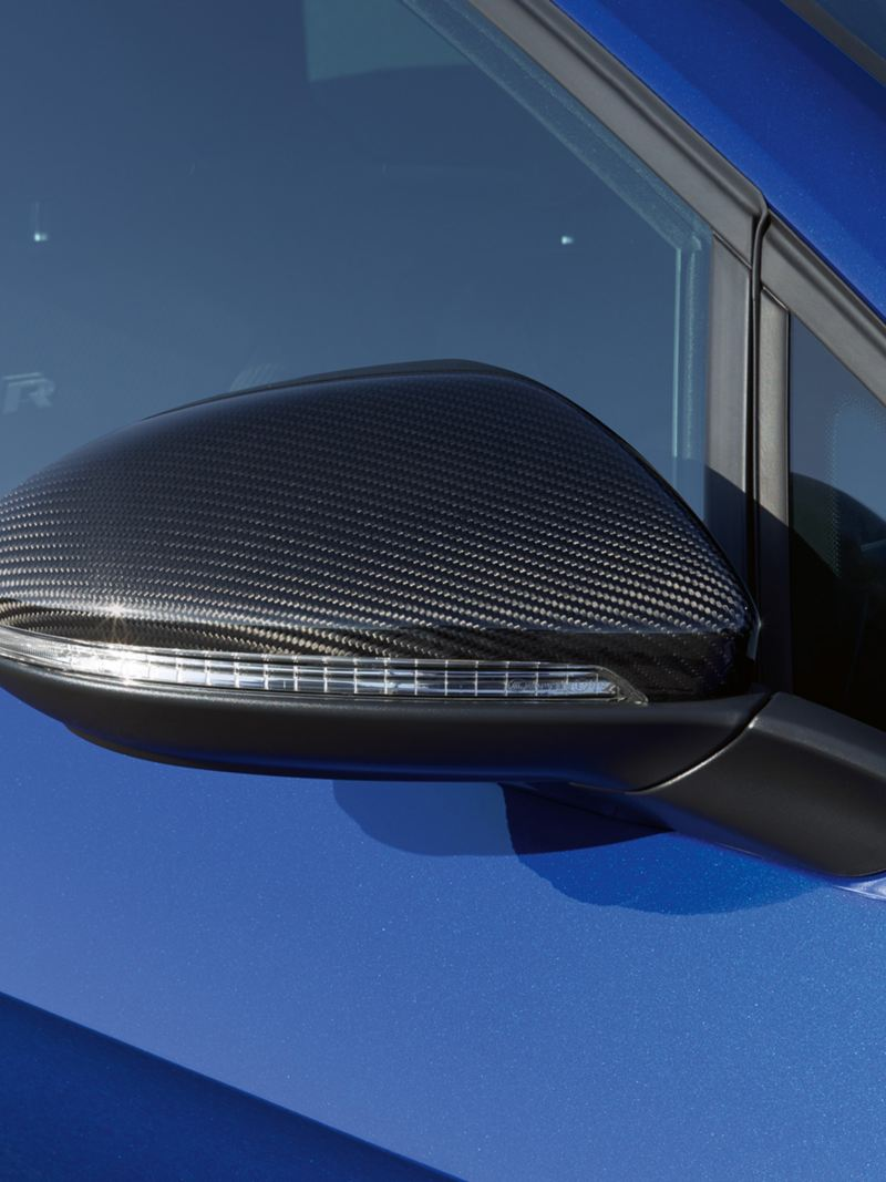 Side mirror designs of the VW Golf R in carbon