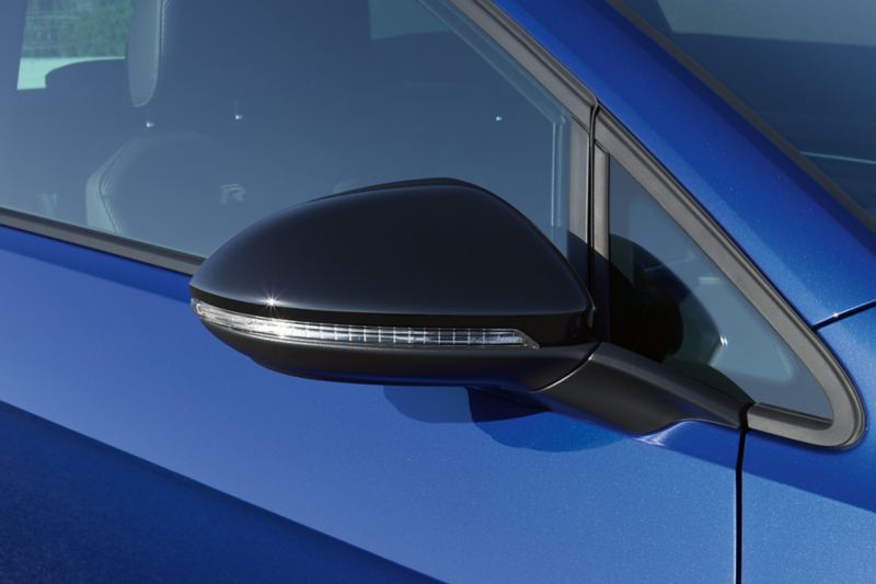 Side mirror designs of the VW Golf R in black