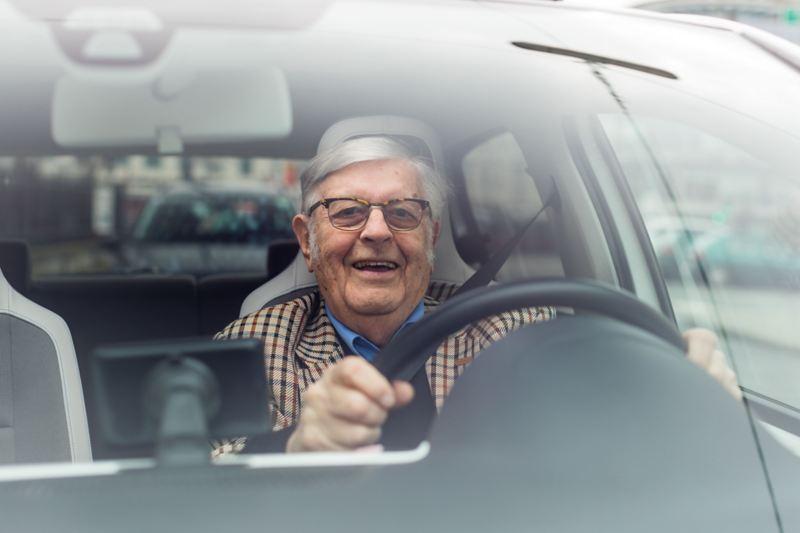 Gerhard Heinz a l'impression d'être en vacances au volant de l'e-up!
