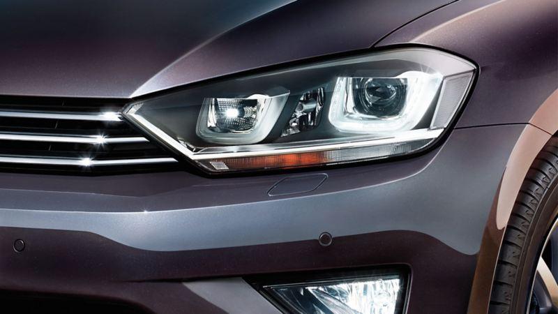 Frontansicht eines Volkswagens, Detail Scheinwerfer