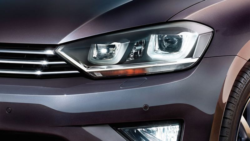 Front view of a Volkswagen, headlight detail
