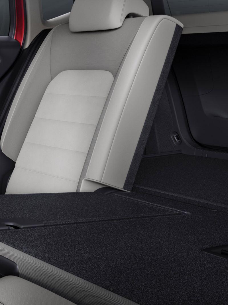 Umklappbare Rücksitzbank im Golf Sportsvan