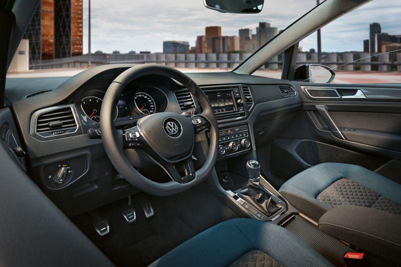 Cockpit Golf Sportsvan IQ.DRIVE