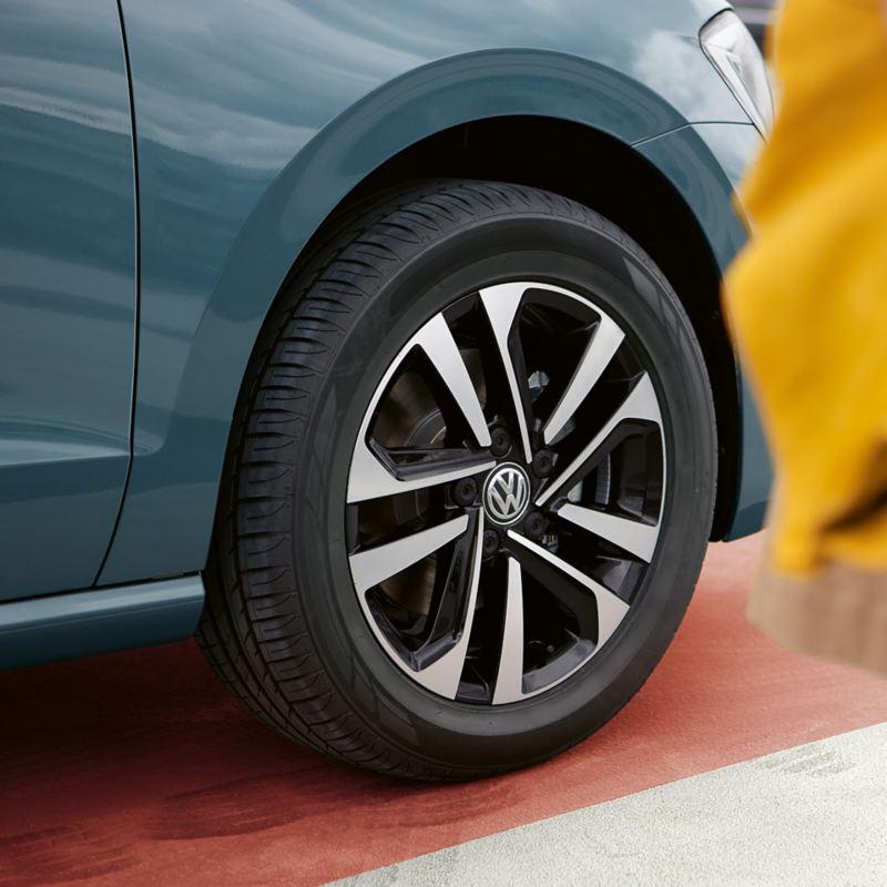 Focus op wiel van de Golf Sportsvan IQ.DRIVE