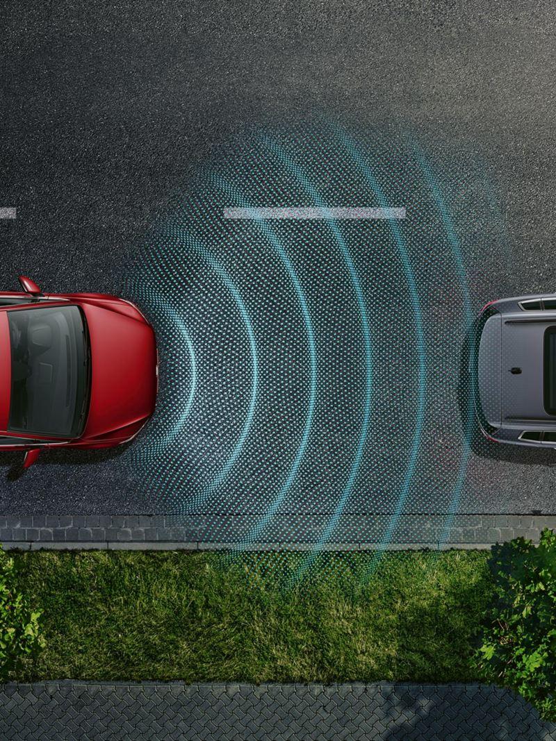 Vogelperspektive eines VW Golf, automatische Distanzregelung ACC erkennt das Auto davor