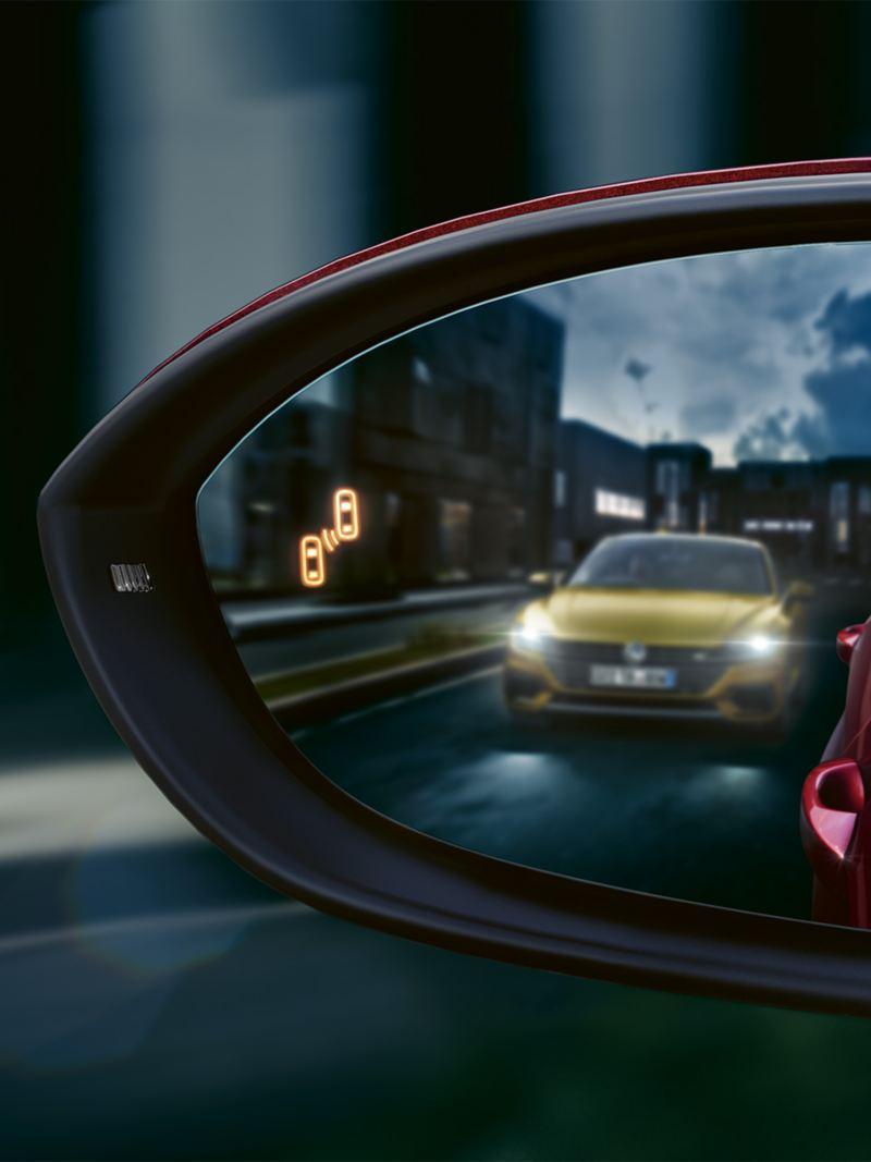 """Ytterbackspegel på VW Golf Sportsvan med """"blind spot""""-symbol"""