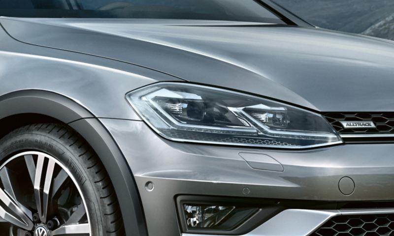Phares avant à LED de la VW Golf Alltrack en détail