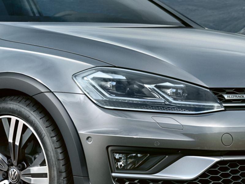 LED-strålkastare på VW Golf Alltrack detaljbild