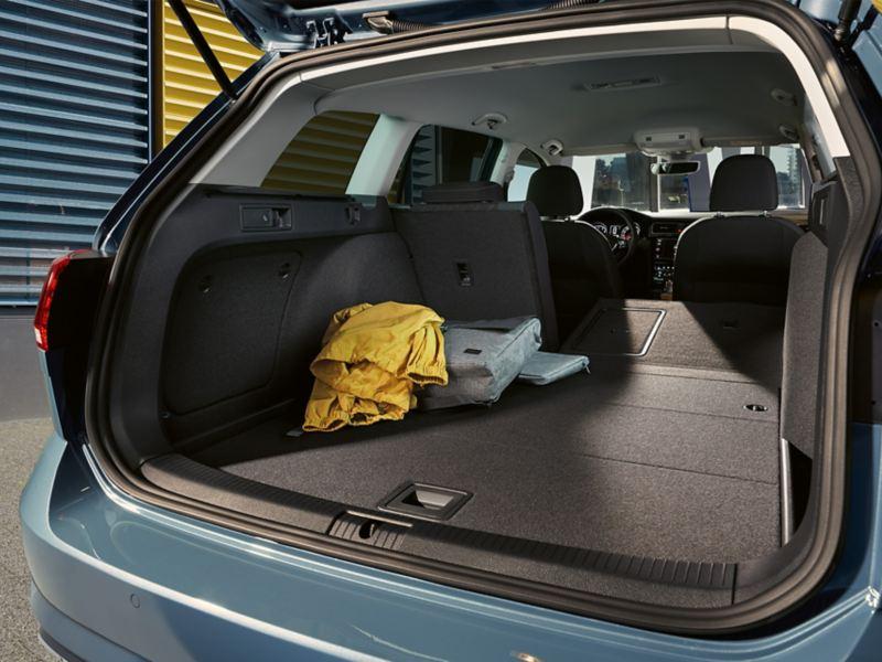 Open koffer en laadvlak van de Golf Variant IQ.DRIVE