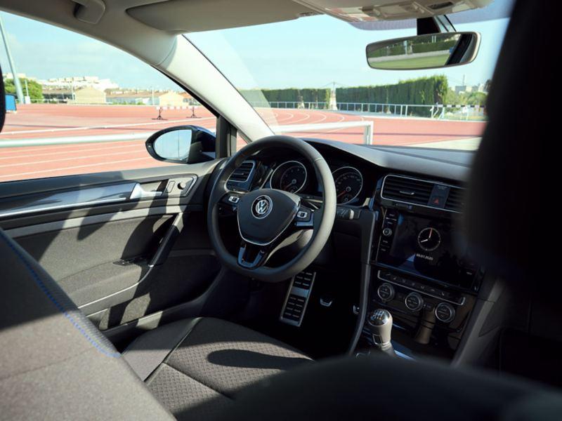 VW Golf Variant UNITED Innenansicht auf Fahrersitz von Rückbank