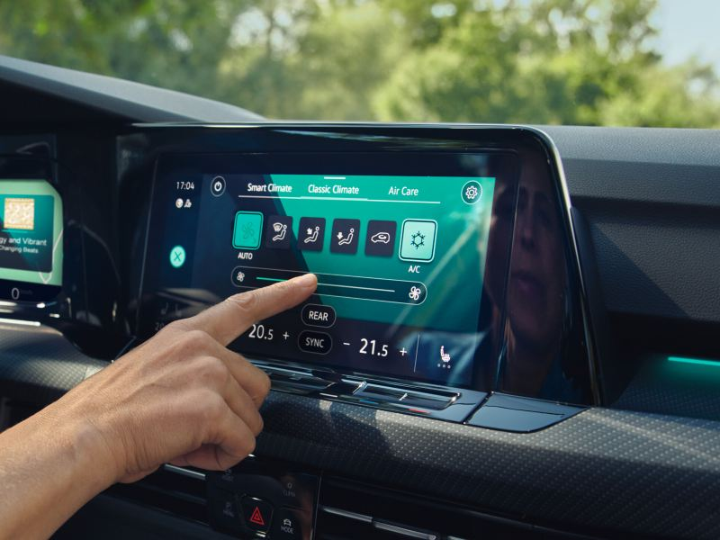 Like the smartphone, the Golf Estate can be operated using touch surfaces.