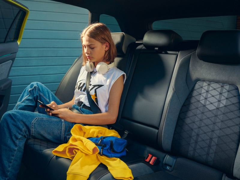 Rear seats in the Golf Estate, girl sitting in the back