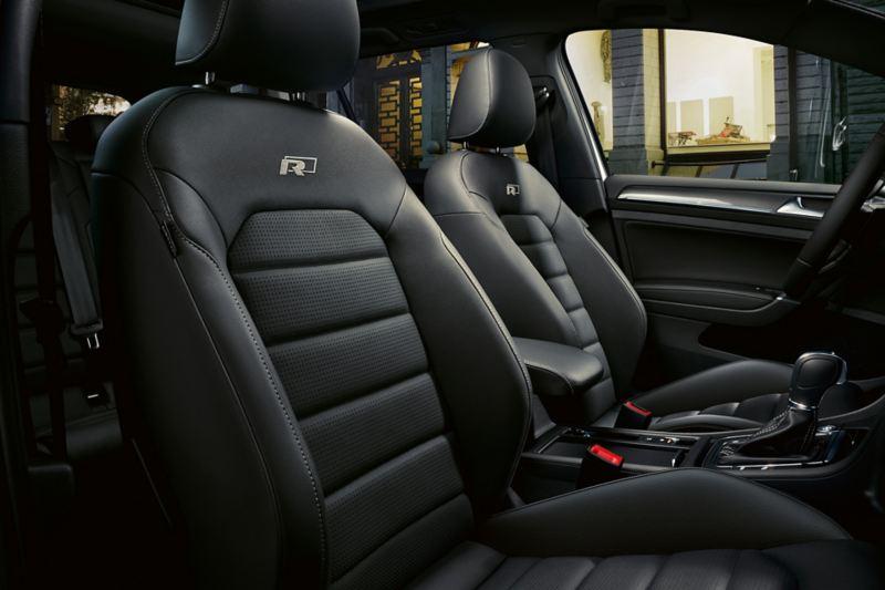 Bancos em pele no VW Golf R-Line