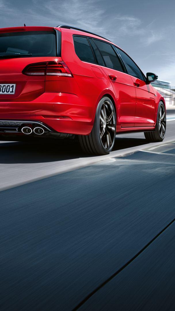 VW Golf R Rückansicht auf Rennstrecke