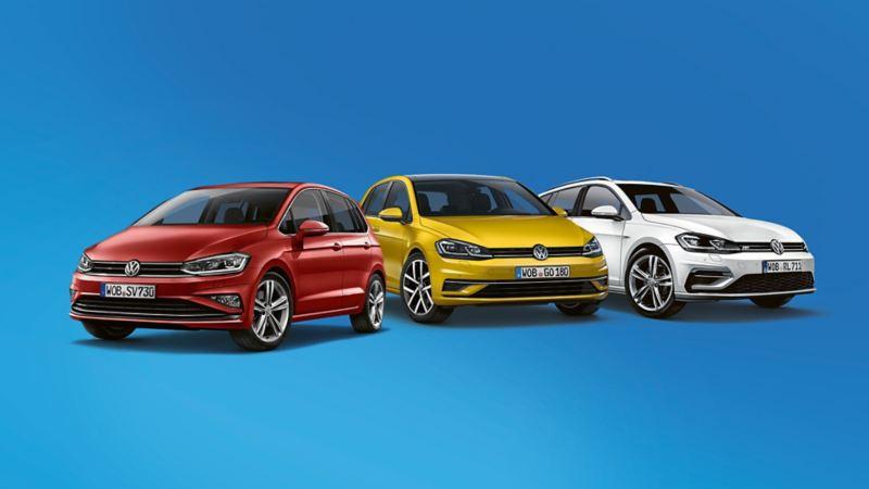 Range aus VW Golf, VW Golf Sportsvan, VW Golf Variant vor blauem Hintergrund