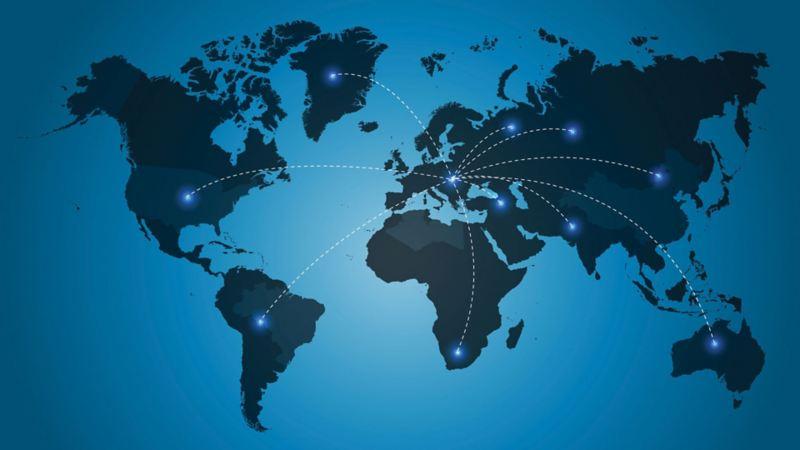 Cartina geografica del mondo. Dalla centro dell'Europa si diramano delle linee luminose che conducono in numerosi paesi.