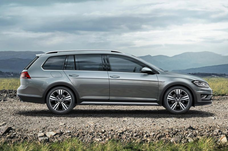 VW Golf Alltrack - widok z boku