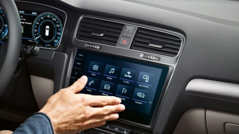 Hand gesture function in the Golf GTI