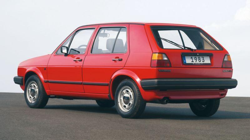 Golf II 1983 rossa tre quarti posteriore