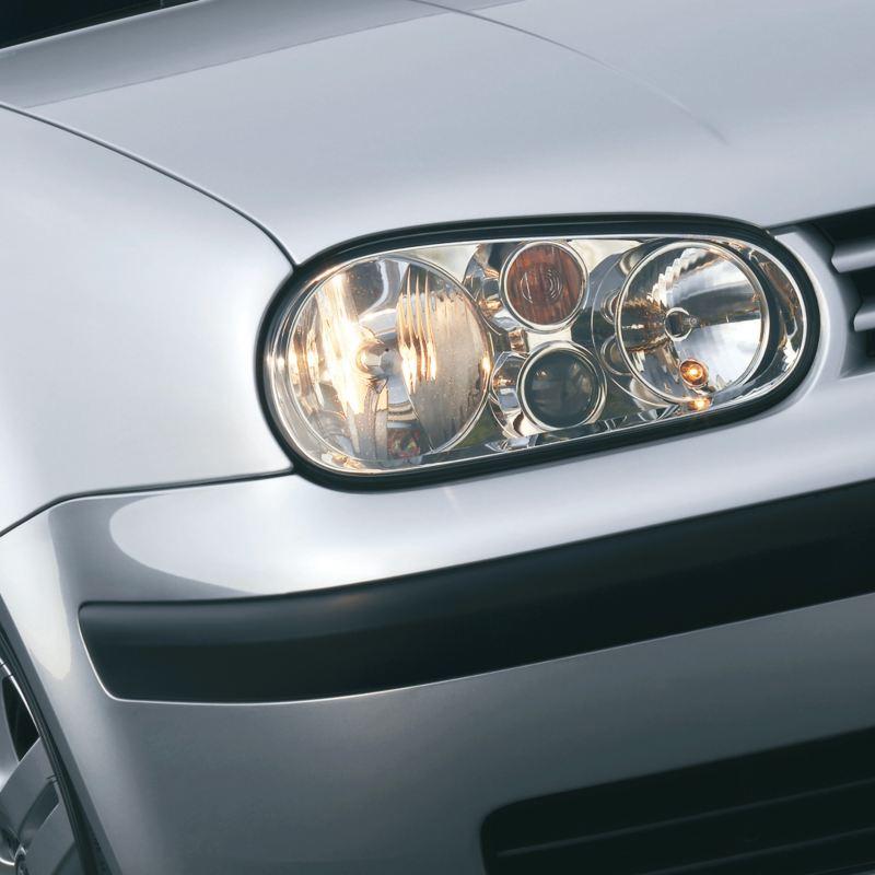 particolare faro anteriore Golf IV