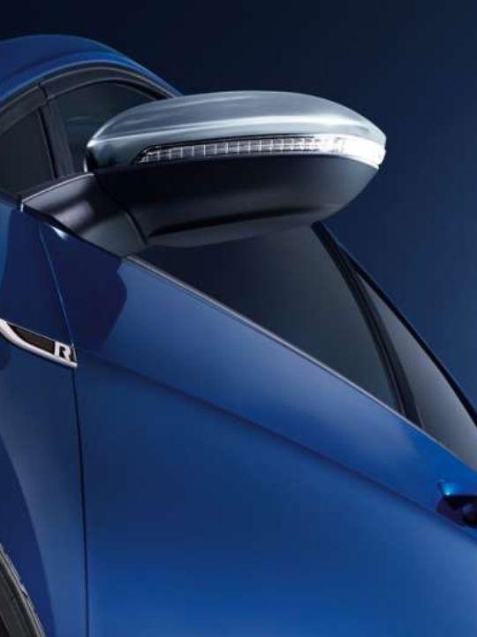 Golf R 專屬霧銀色電動收折可調式後視鏡