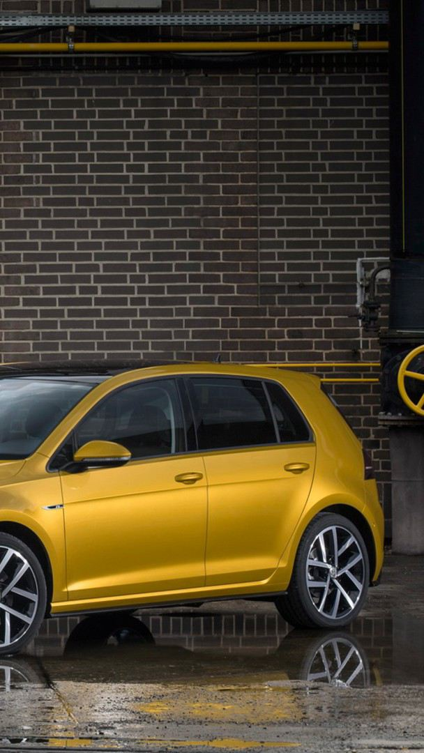 Golf MK7.5 de Volkswagen en color amarillo