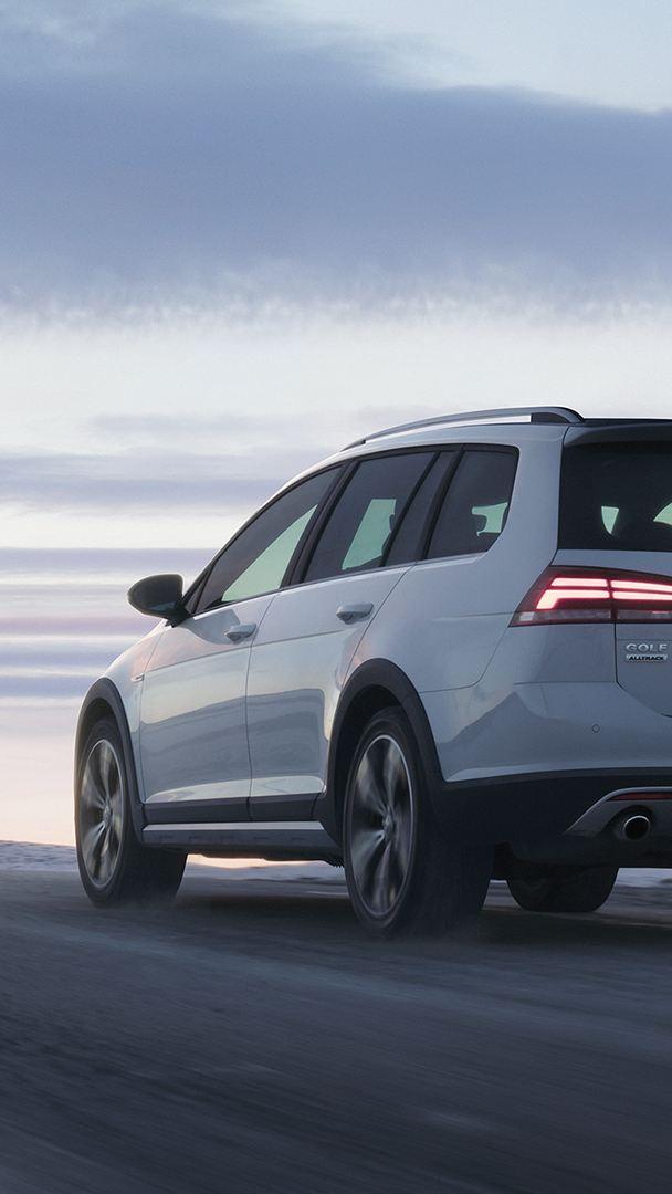 VW Golf Alltrack i vinterlandskap