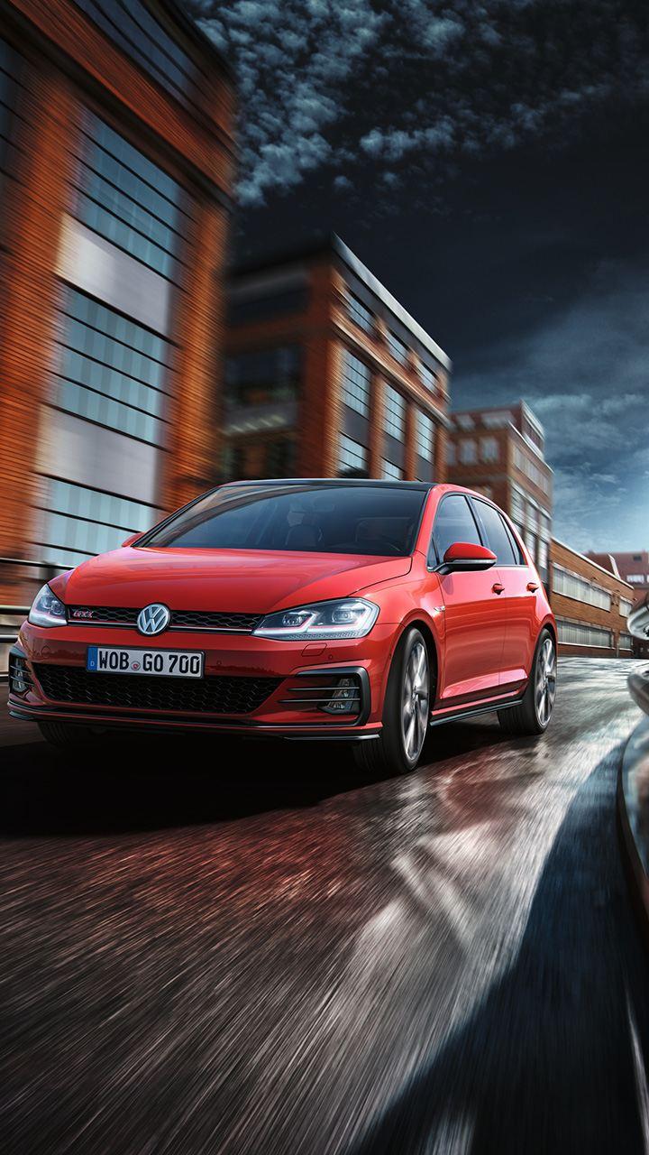 Volkswagen Golf GTI in strada