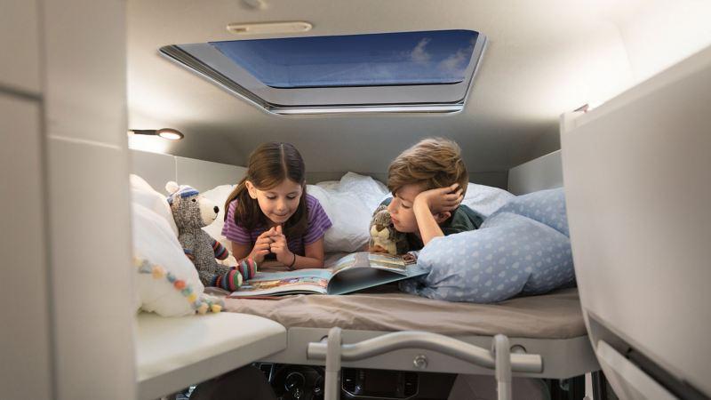 För barnfamiljen finns det möjliget att beställa Grand California med loftsäng. ISOFIX är standard i tvåsitssoffan.