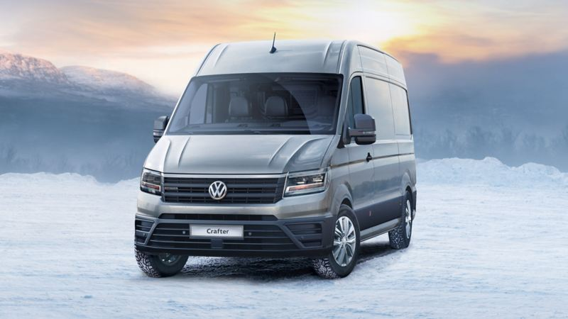 Volkswagen Crafter talvisella taustalla