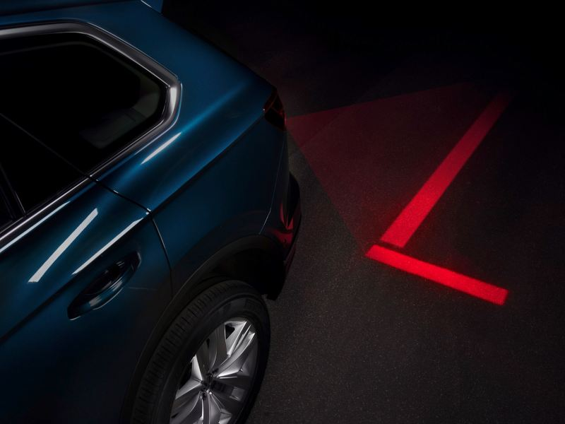 """Projection of navigation aids with the """"Optical Park Assist""""."""