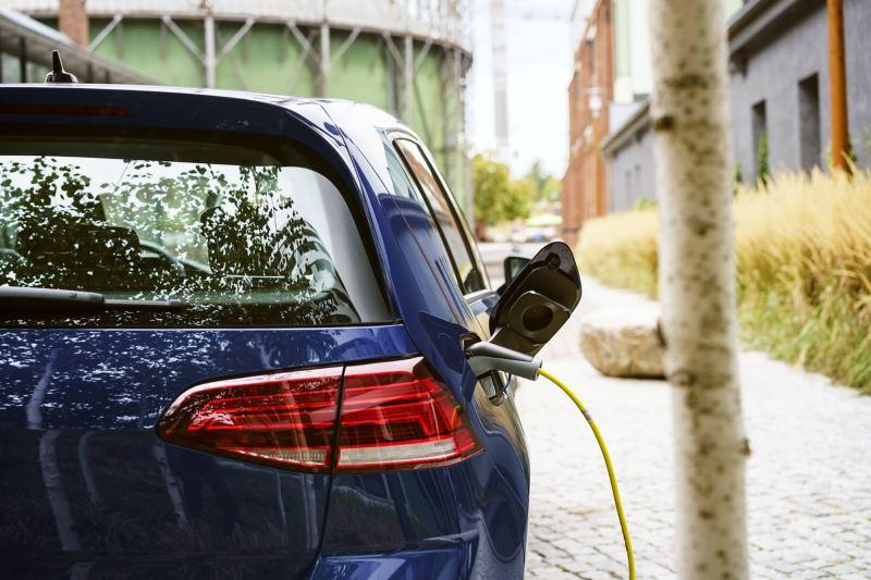 Volkswagen e-Golf durante la carica