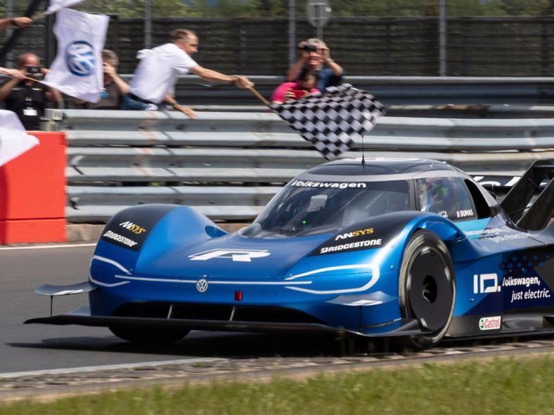 6:05,336 Minuten – Volkswagen ID.R setzt neuen Elektrorekord auf dem Nürburgring