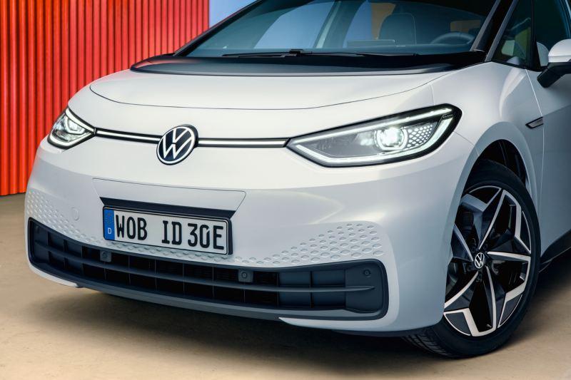 Schulungen für Rettungskräfte im Umgang mit Elektrofahrzeugen wie dem neuen Volkswagen ID.3
