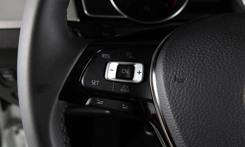 Hệ thống điều khiển hành trình và giới hạn tốc độ tối đa (cruise control với speed limit) Volkswagen Passat 2020