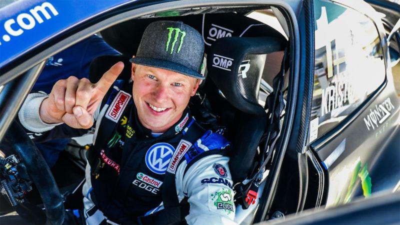 Johan Kristoffersson sitter i bil under WTCR