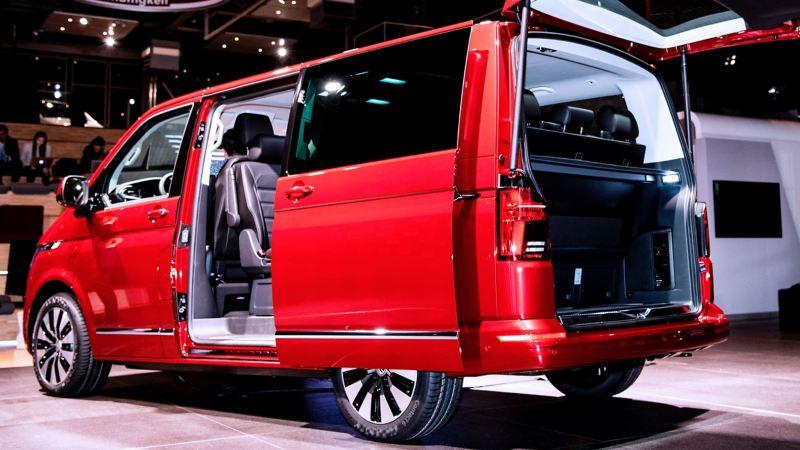 Multivan 6.1 buitenzijde achteraan van de voertuig