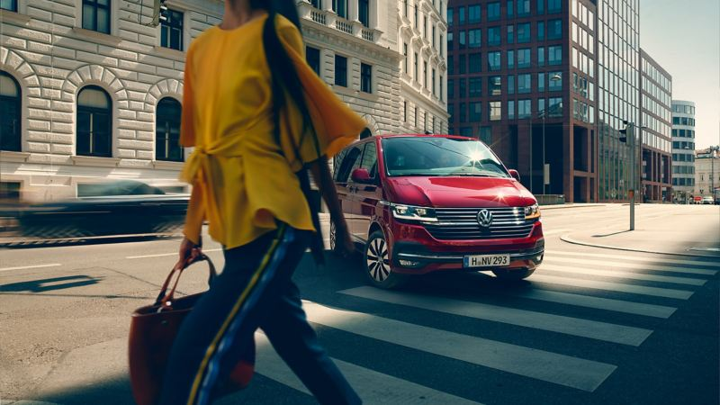 vw Volkswagen rød Multivan personbil persontransport maxitaxi privattaxi taxi drosje