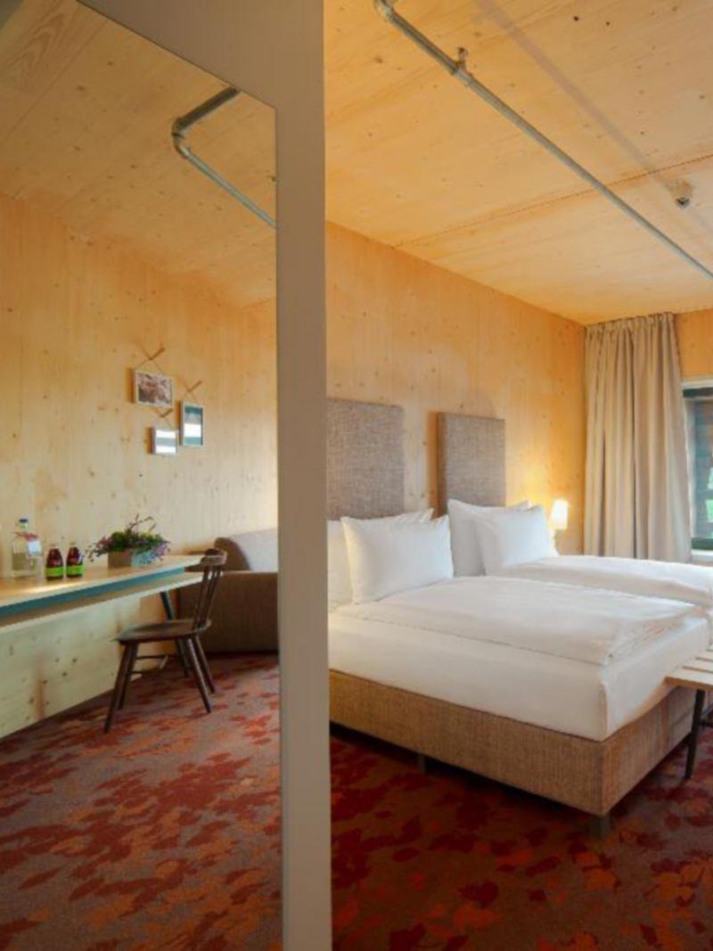Hotelzimmer aus Holz für sanften Tourismus