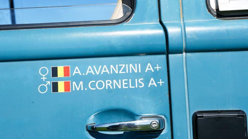 Alison Avanzini och Martin Cornelis har själva renoverat och utrustat bussen