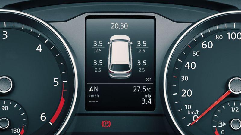 Darstellung des Reifendruck-Kontrollsystems in dem Multi-Funktions-Displays des VW Passats