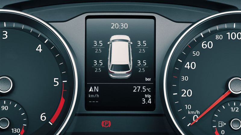 Image of the Tyre Pressure Monitoring System in the VW Passat's multifunction display