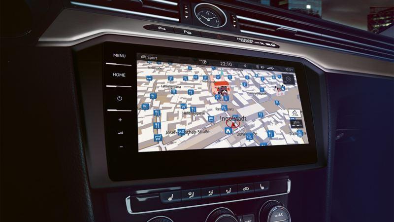 Darstellung des Navigationssystems im Boardcomputer des VW Passats