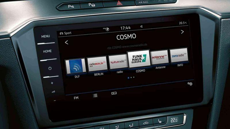Visualizzazione del sistema di radio-navigazione sul computer di bordo di VW Passat