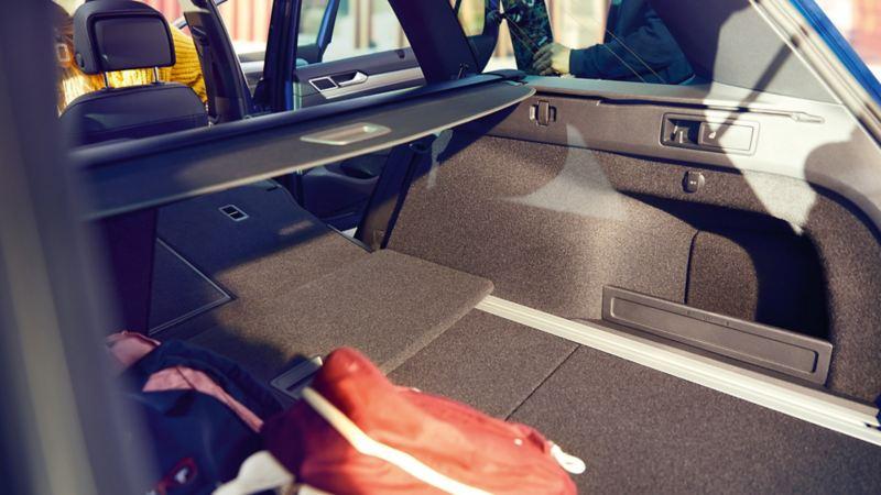 Stort bagasjerom i Volkswagen Passat med nedfelte bakseterygger