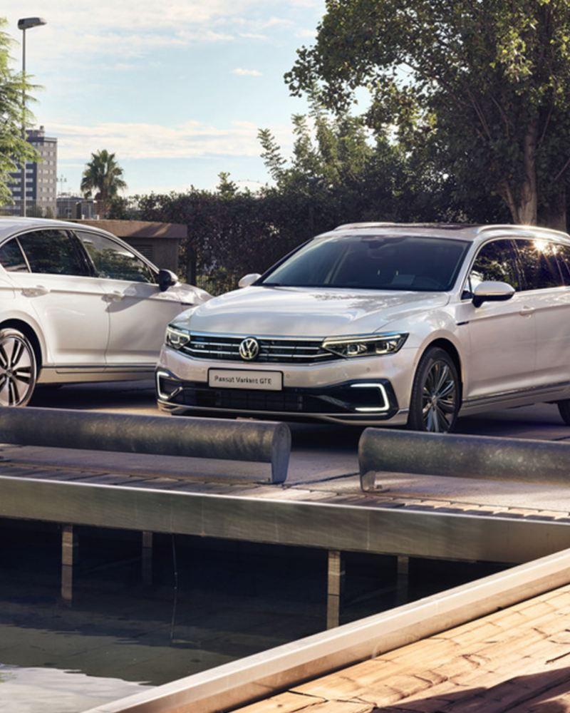 Volkswagen auto per flotte aziendali Passat GTE e Passat Variant GTE parcheggiate