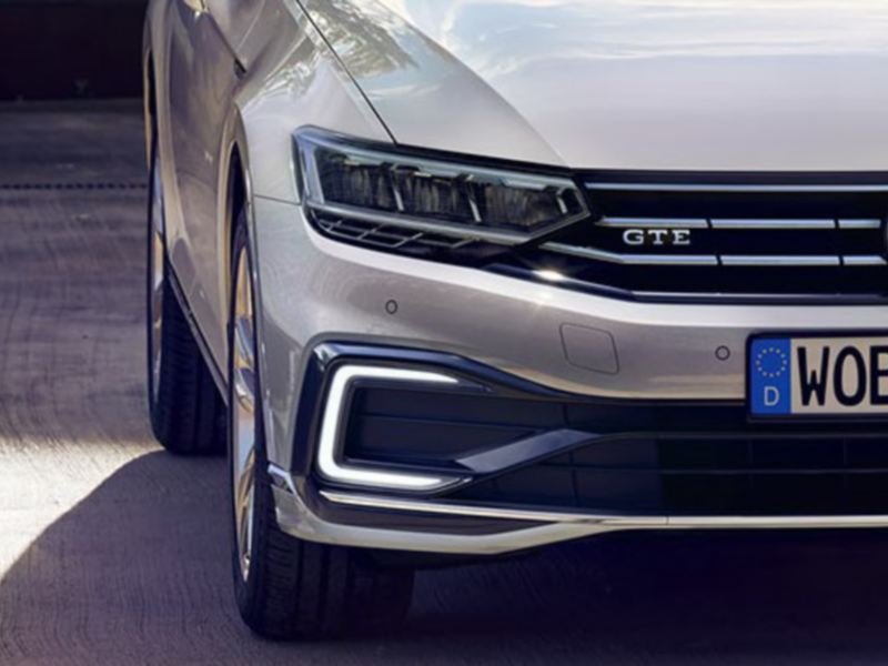 Nuova Passat GTE: vista frontale con i fari con tecnologia LED in risalto VW Passat GTE: vista frontale con i fari con tecnologia LED in risalto