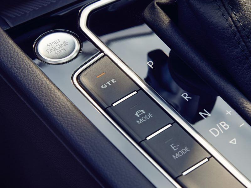 particolare pulsanti a lato leva cambio interni Volkswagen