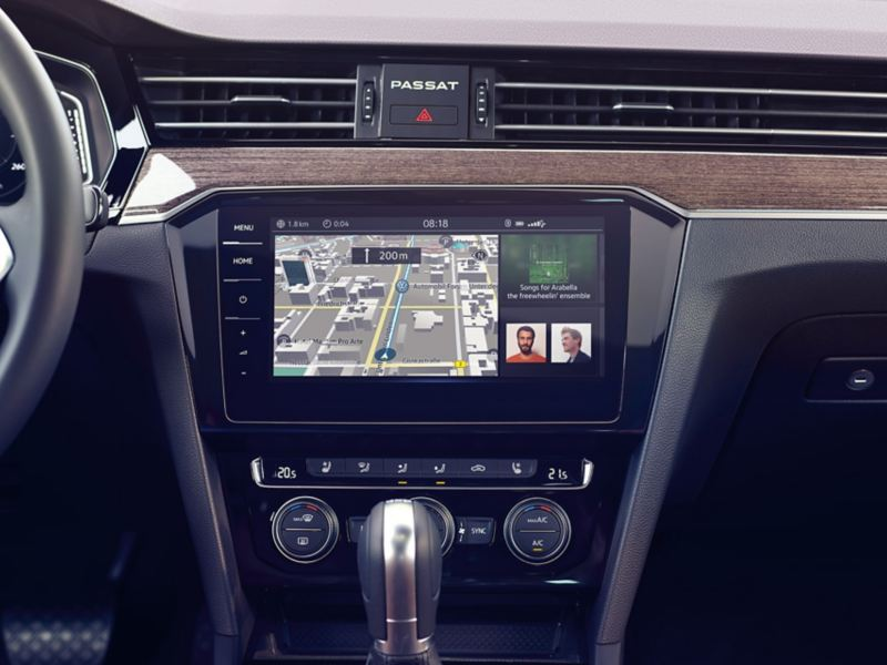 "VW Passat GTE ""Discover Pro"" navigation system with split screen and navigation, song and energy flow display"