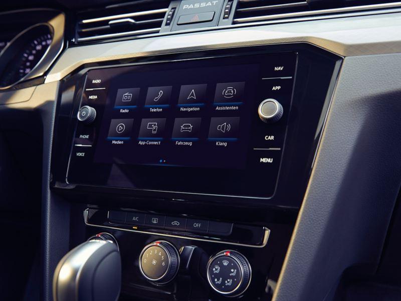 Das Navigationsgerät in einem Volkswagen